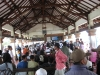 Hier wartet man stundenlang auf die Fähre nach Lombok