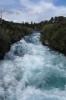 Huka-Falls - der gleiche, breite Fluß muss ganz plötzlich durch eine ganz schmale Felsöffnung