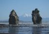 Nein, das ist keine Fotomontage, Mount Taranaki zwischen 2 von den drei Schwestern