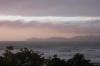 Kapiti Island taucht rechtzeitig zum Sonnenuntergang aus dem Nebel auf