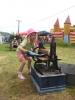 Kinder konnten manuell Waesche waschen und wringen, ein Riesenspass...