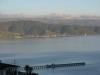 Blick vom Huegel ueber die Bucht von Petone in der Winterabendsonne